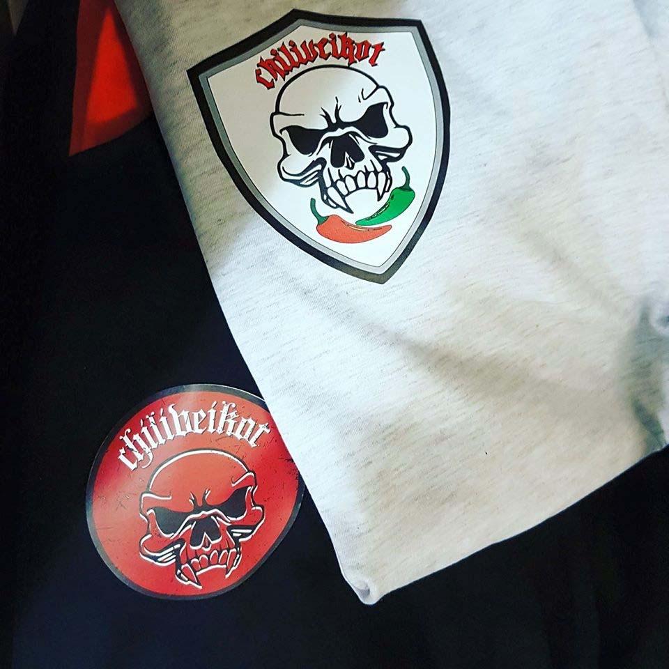 Näillä menetelmillä paitapaino kustomoi logon tekstiileihin